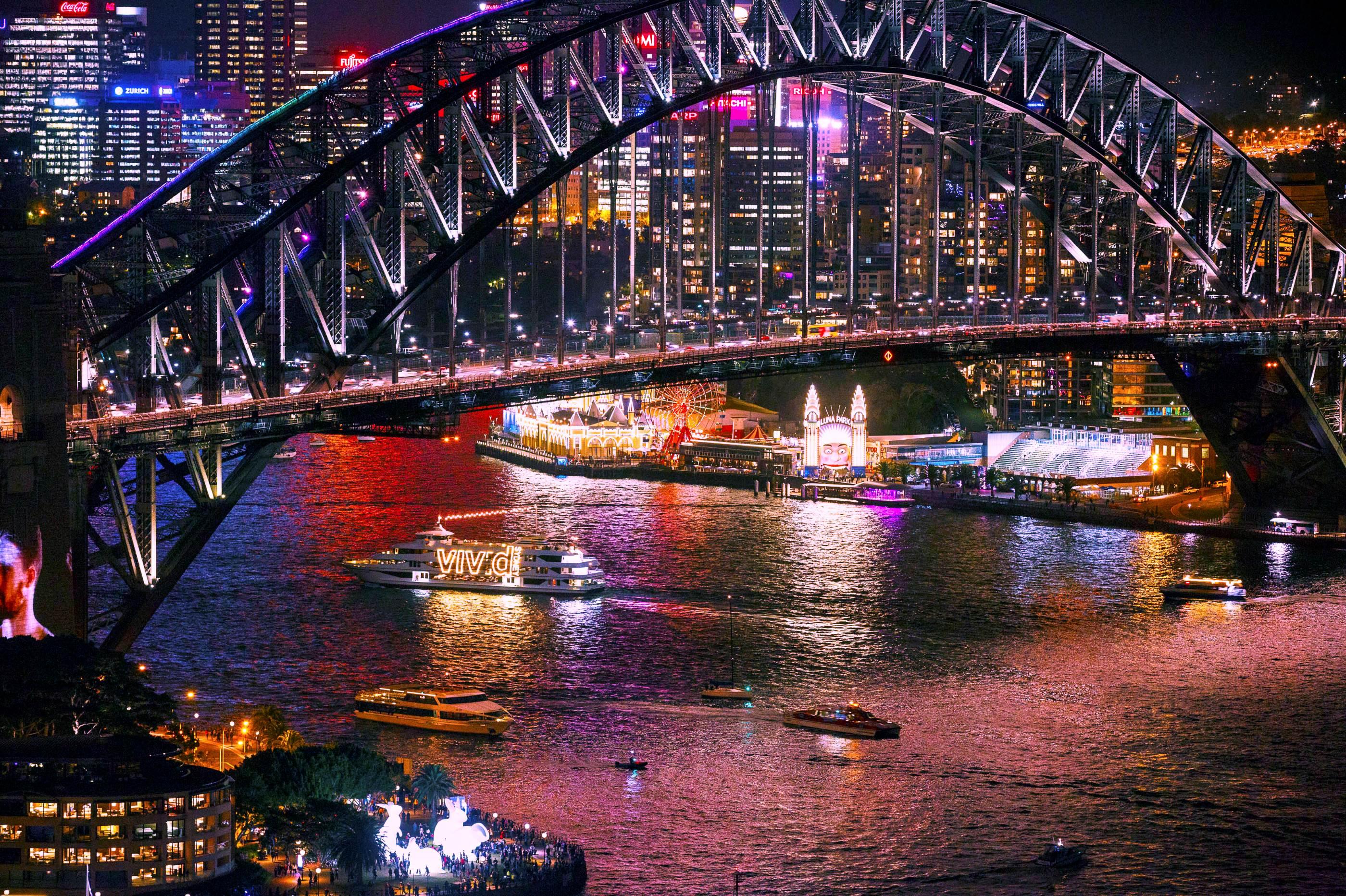 Vivid Sydney悉尼海港1.5小时游船(含三道式晚餐)